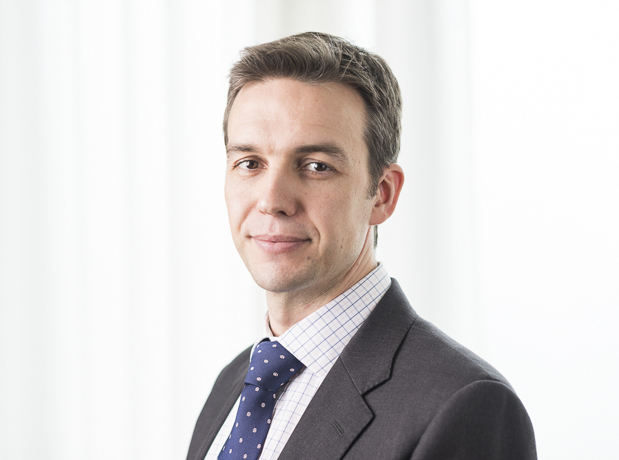Daniel Rolton is a consultant Consultant Spinal Surgeon at Circle Reading Hospital